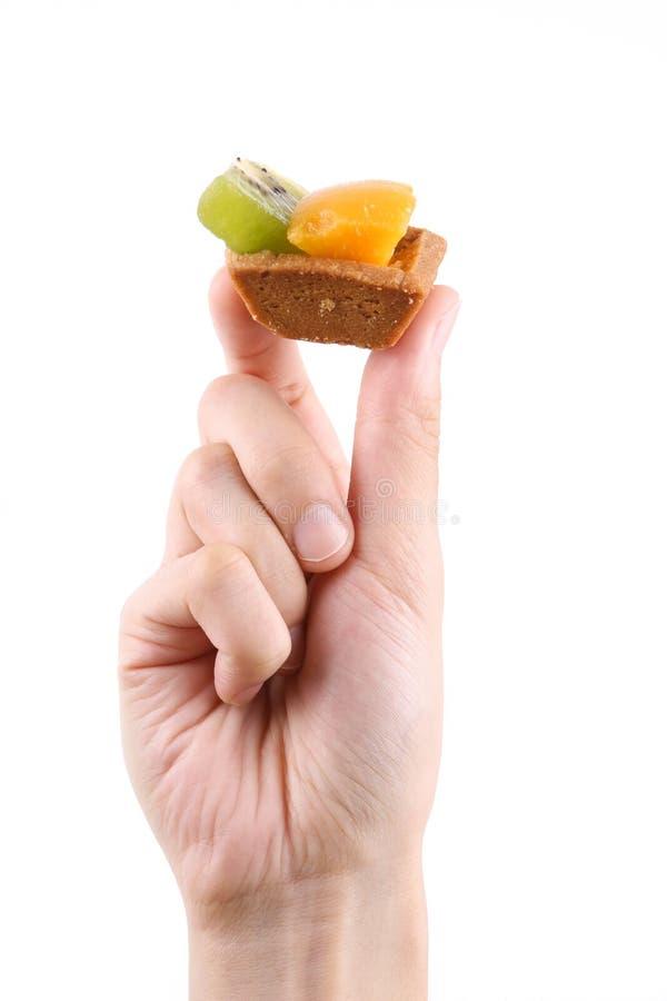 Mano que sostiene la fruta agria imagen de archivo