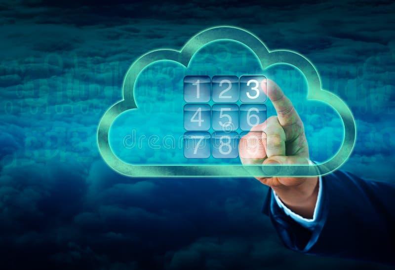 Mano que toca una nube asegurada por la cerradura electrónica imágenes de archivo libres de regalías