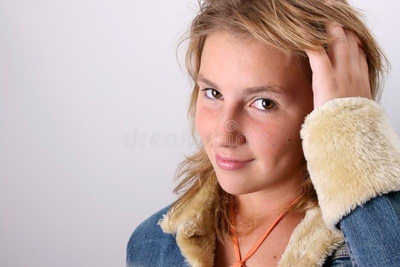 Mano tramite capelli fotografia stock