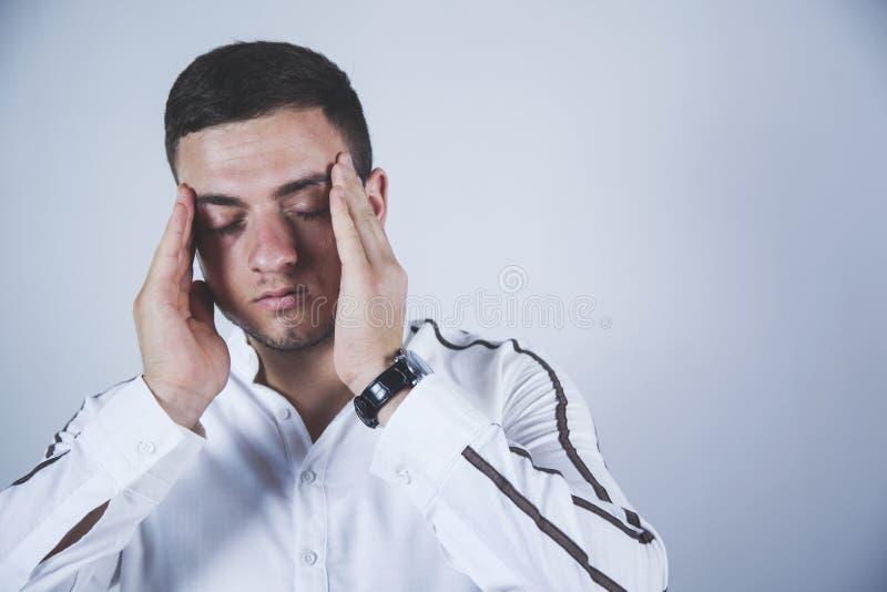 Mano triste del hombre en cabeza imagenes de archivo