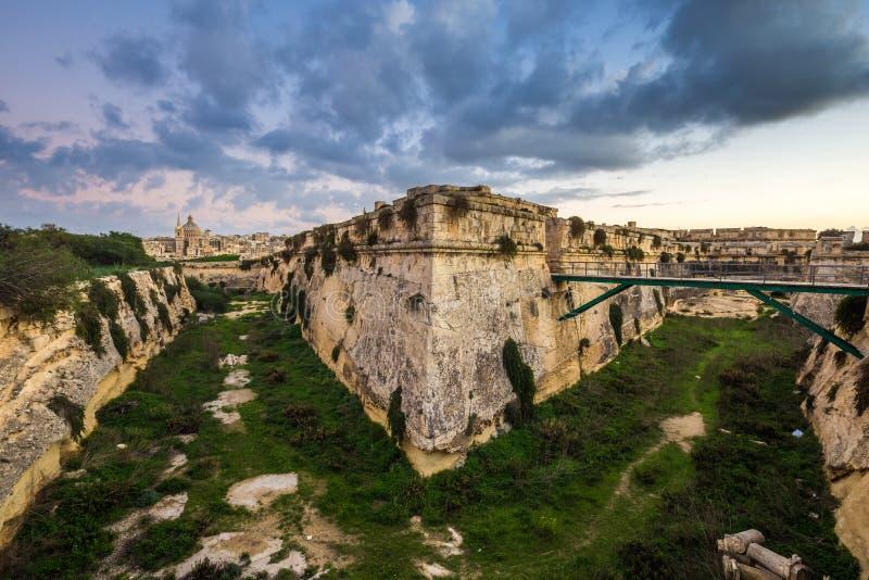 Manoel Island, Malta - fortezza abbandonata del calcare al centro di Manoel Island fotografia stock libera da diritti