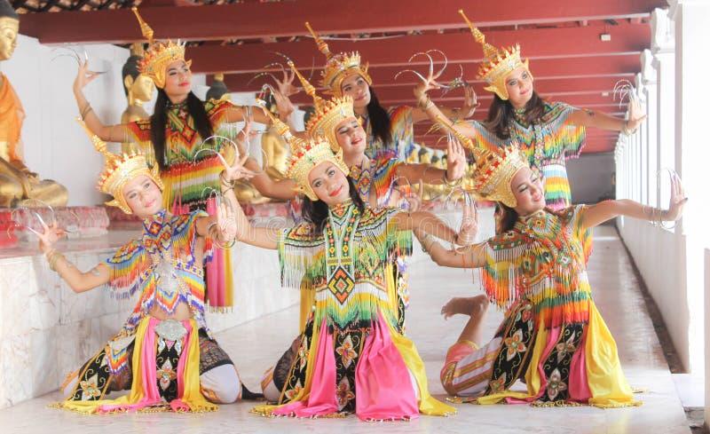 Manohra modeller: MANOHRA är folkdansen i söder av Thailand på T royaltyfri fotografi
