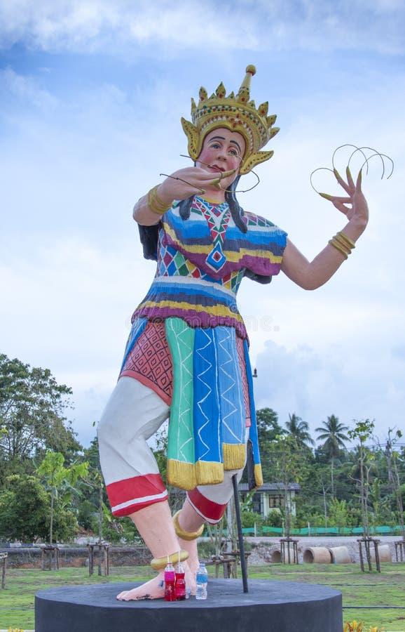 Manohra staty p? Phatthalung, Thailand arkivbild