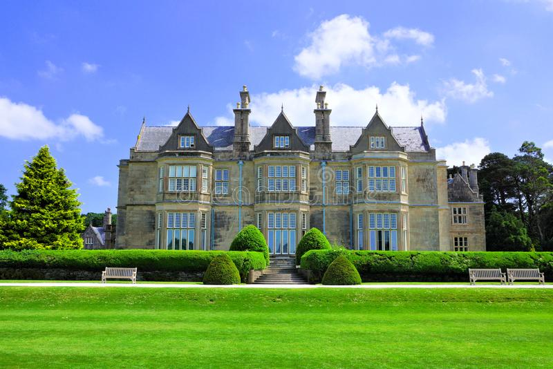 Manoir de Chambre de Muckross avec le jardin, parc national de Killarney, anneau de Kerry, Irlande photos libres de droits