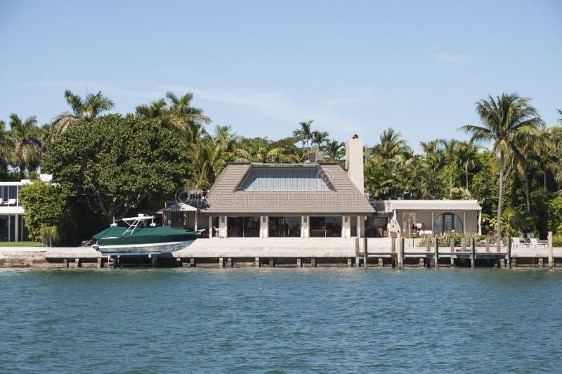Download Manoir Luxueux Sur L'île D'étoile à Miami Photo stock - Image du architecture, biscayne: 45352516