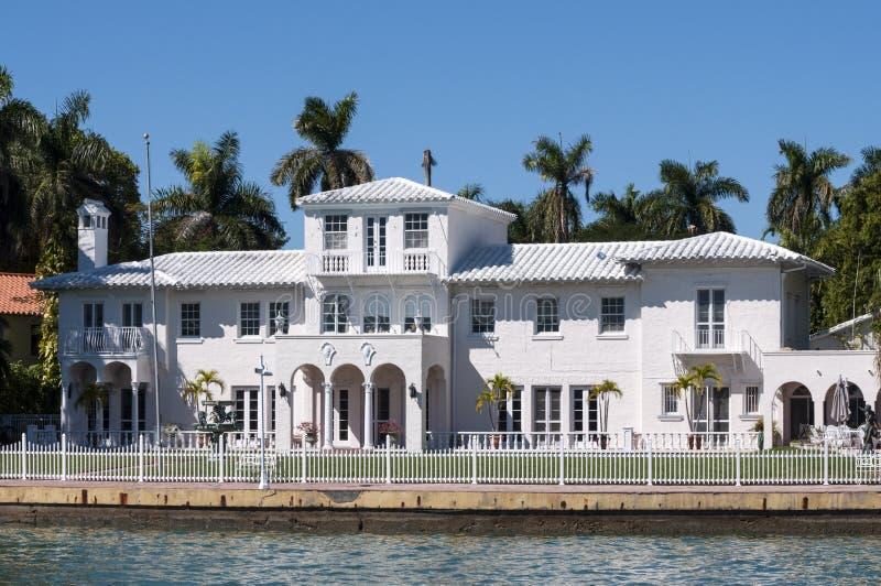 Download Manoir Luxueux Sur L'île D'étoile à Miami Image stock - Image du maison, patrimoine: 45353583