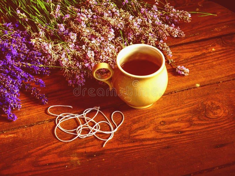 Manojo arom?tico seco de la lavanda Manojos de hierbas medicinales imagen de archivo
