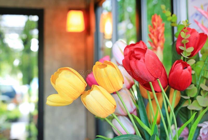 Manojo artificial de flores de los tulipanes del ramo foto de archivo libre de regalías