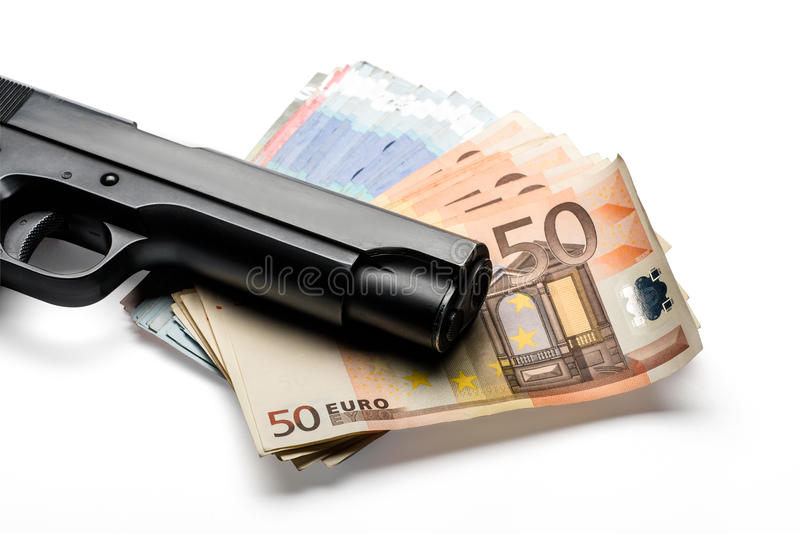Manojo de billetes de banco euro con un arma imagen de archivo libre de regalías