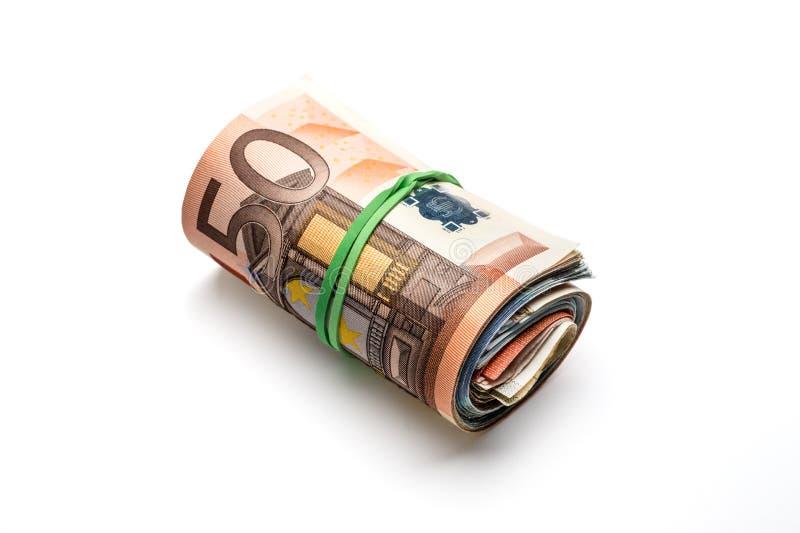 Manojo de billetes de banco euro de diversas denominaciones Aislado en wh imagen de archivo