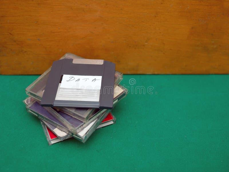 Manojo de discos blandos de la reliquia imagenes de archivo