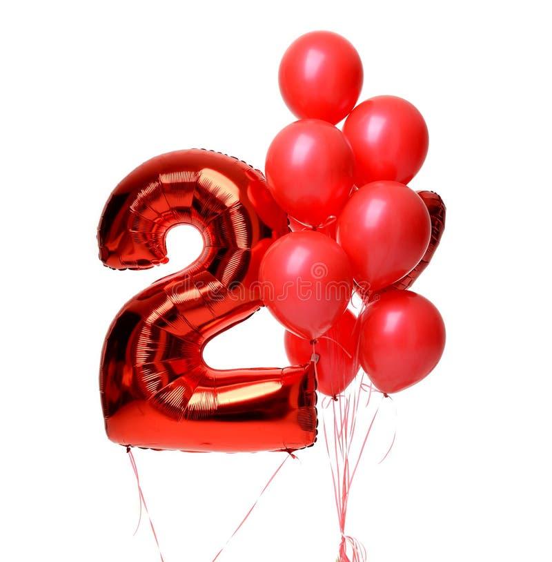 Manojo de látex grande y de objeto rojo metálico del globo del corazón y de dos dígitos del globo para la fiesta de cumpleaños imagenes de archivo