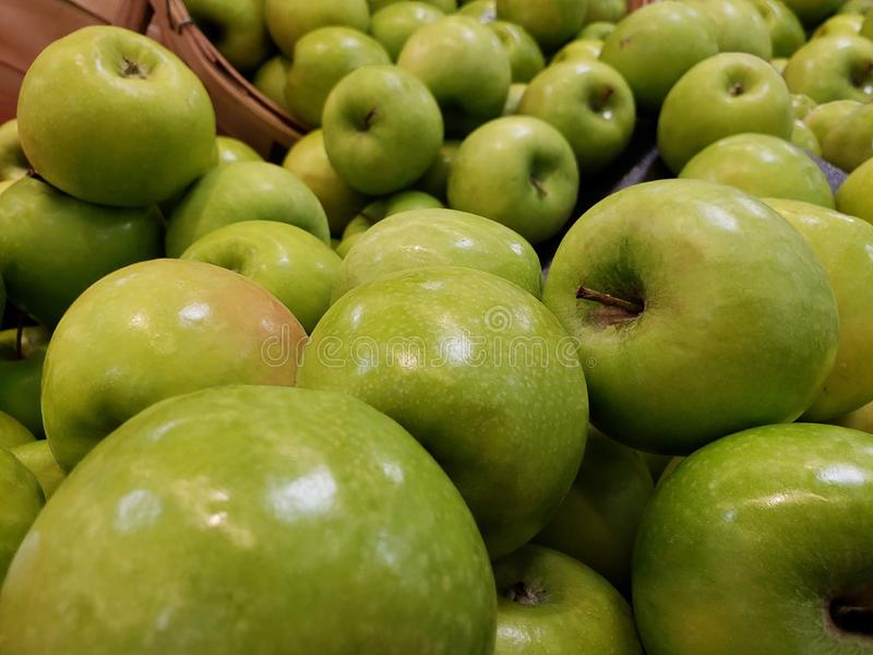 Manojo de manzanas del verde del vibraint imágenes de archivo libres de regalías