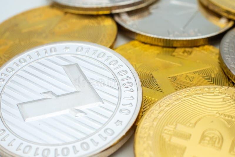 Manojo de monedas Crypto de la moneda con el foco en LTC Litecoin foto de archivo libre de regalías