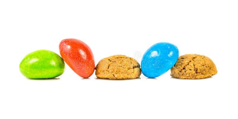Manojo de Pepernoten de galletas tradicionales y coloreadas en el CCB blanco fotos de archivo libres de regalías