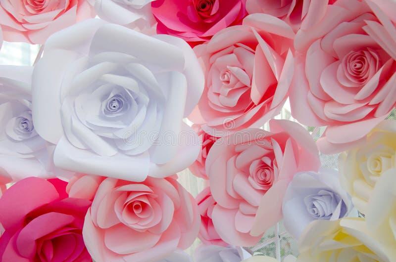 Download Manojo De Rosas Coloridas De La Papiroflexia Foto de archivo - Imagen de rojo, manojo: 100527738