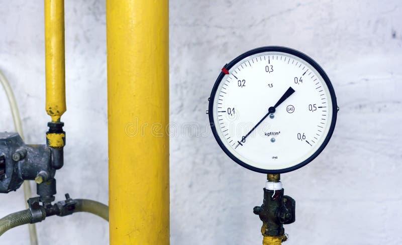 Manometern på denfördelande stationen Instrument för att mäta gastryck royaltyfria bilder