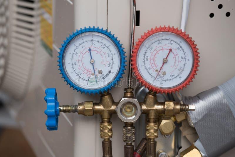 Manometers, materiaal om airconditioners te vullen royalty-vrije stock afbeelding