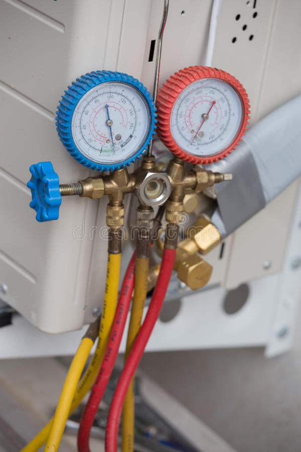 Manometers, materiaal om airconditioners te vullen stock fotografie
