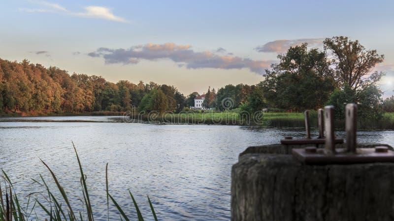 Manor bij zonsondergang, Pakruojis, Litouwen stock fotografie