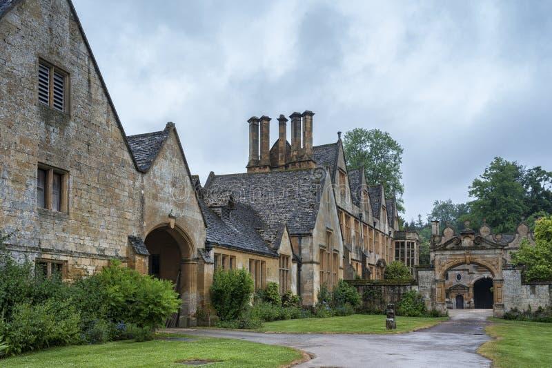 Manor House construída na arquitetura do período Jacobean 1630 ao guitar a pedra amarela, na aldeia de Cotswold de Stanway Glouce imagens de stock royalty free