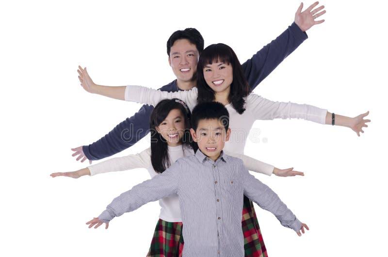 Manos abiertas sonrientes de la familia feliz imagen de archivo