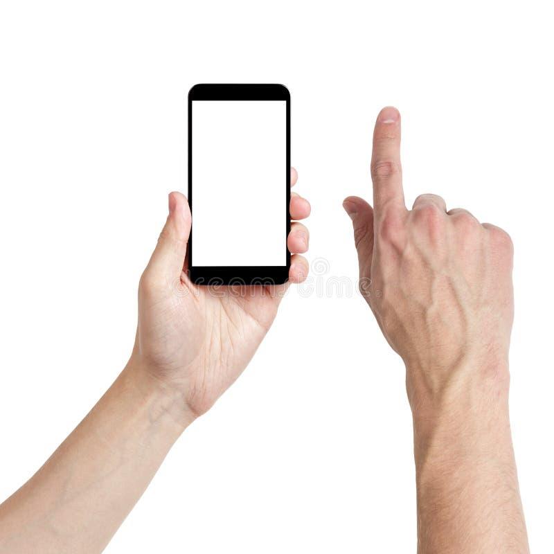 Manos adultas del hombre usando el teléfono móvil con la pantalla blanca imagenes de archivo