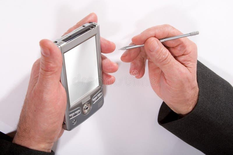 Manos con PC del bolsillo imagen de archivo libre de regalías