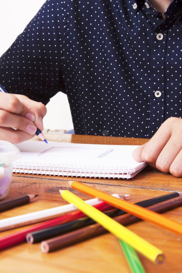 Manos de Childs dibujando imágenes de archivo libres de regalías