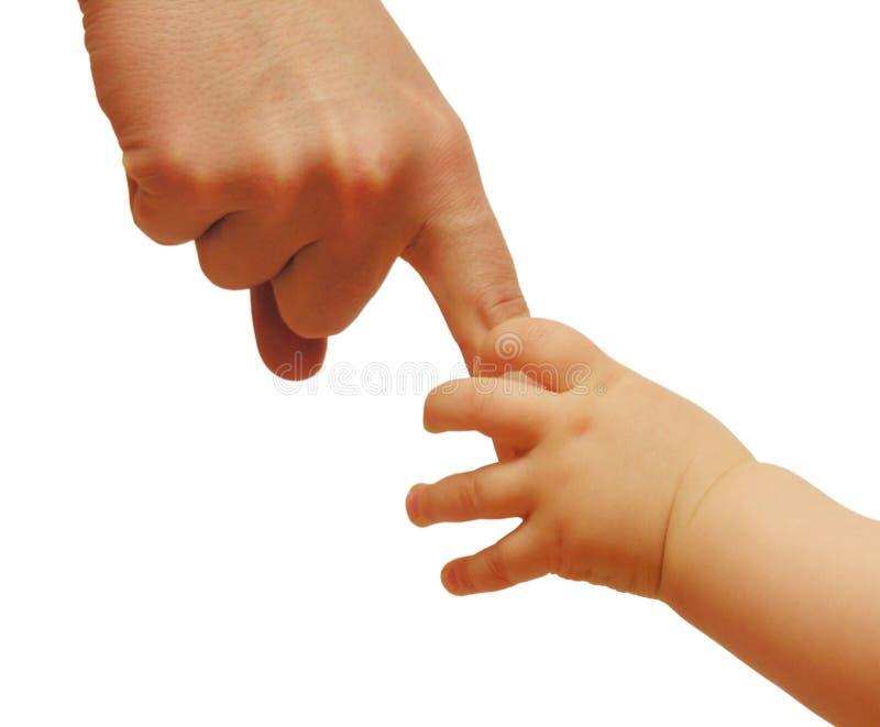 Manos de la madre y del bebé foto de archivo libre de regalías