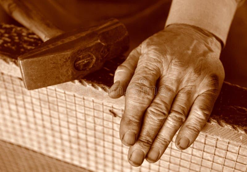 Manos de los herreros. foto de archivo