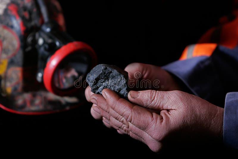 Manos del minero de carbón imagen de archivo