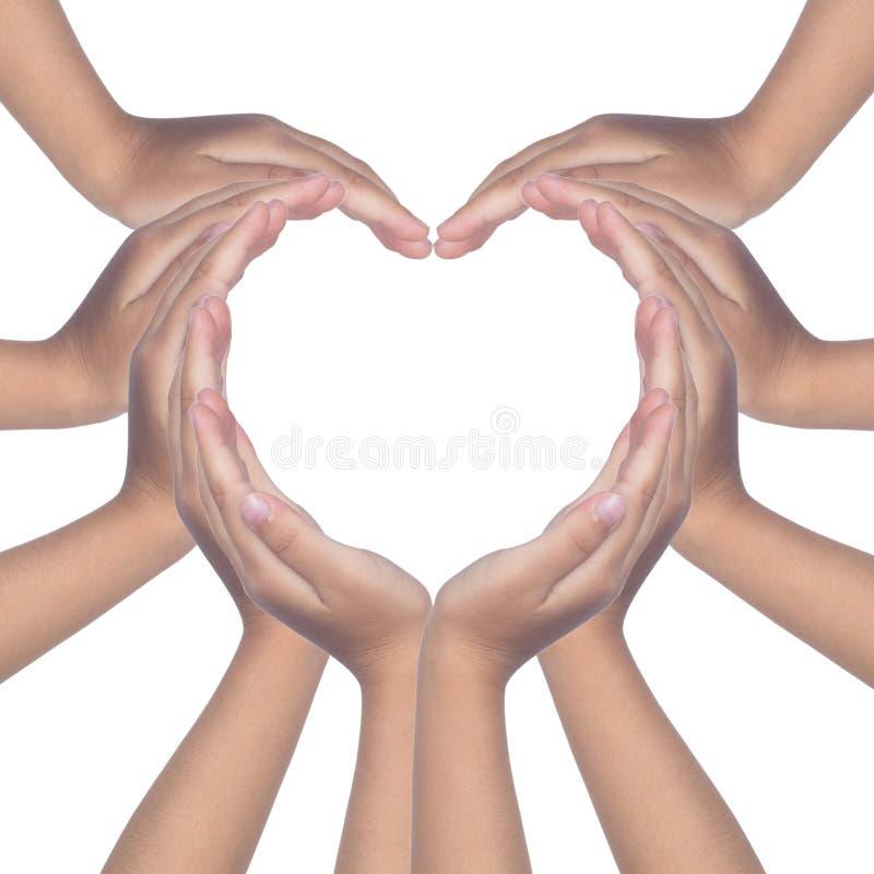 Manos del ` s del niño que hacen un en forma de corazón foto de archivo libre de regalías