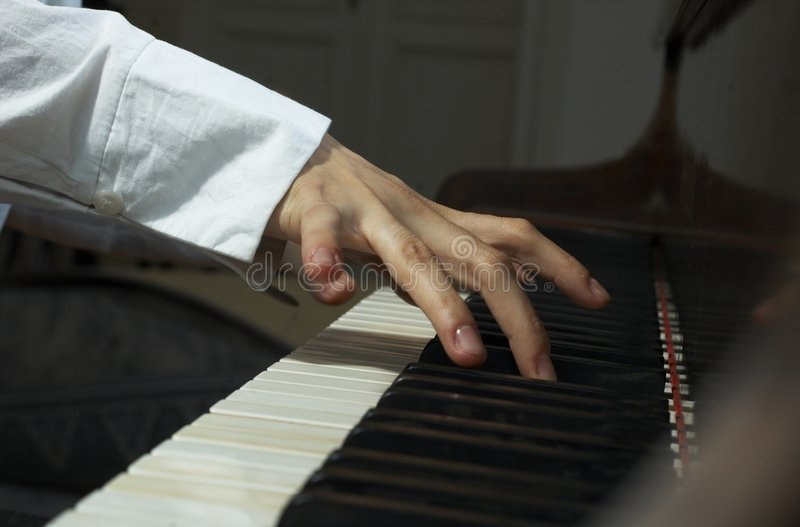 Manos en el Piano-2 imagen de archivo libre de regalías