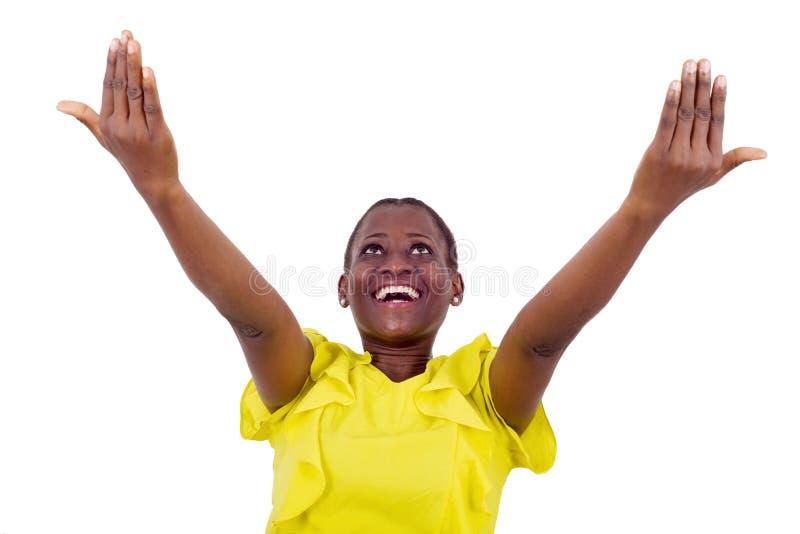 Manos felices de la mujer extendidas y abrir la mirada para arriba imágenes de archivo libres de regalías