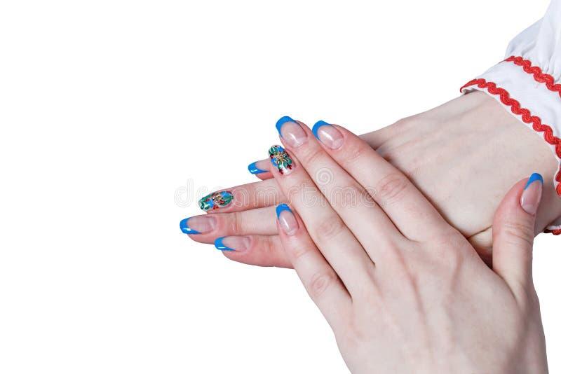 Manos femeninas con la manicura agradable foto de archivo libre de regalías