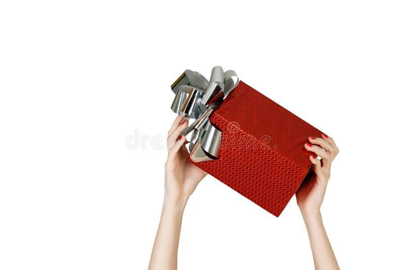 Manos femeninas que sostienen el regalo imagen de archivo libre de regalías