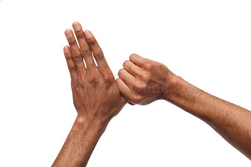 Manos masculinas negras aisladas en blanco fotografía de archivo
