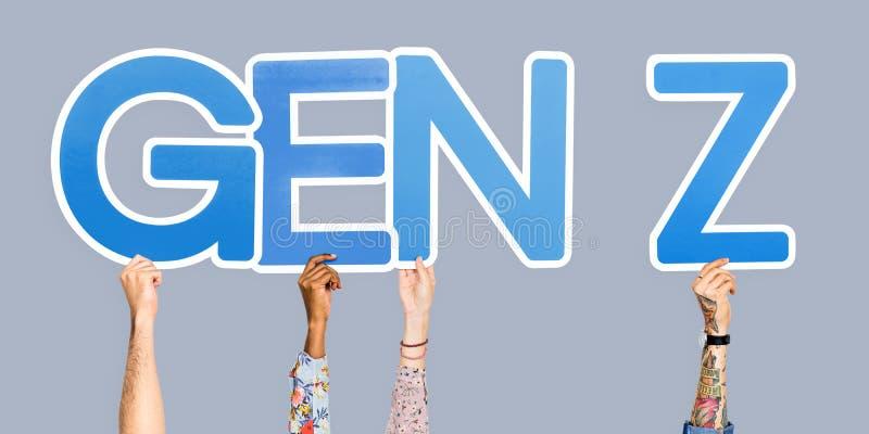 Manos que llevan a cabo la GEN Z de la abreviatura fotografía de archivo