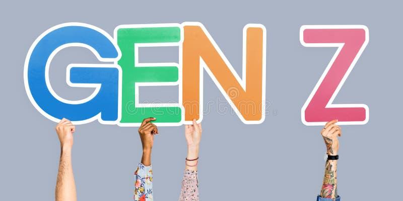 Manos que llevan a cabo la GEN Z de la abreviatura imagen de archivo libre de regalías