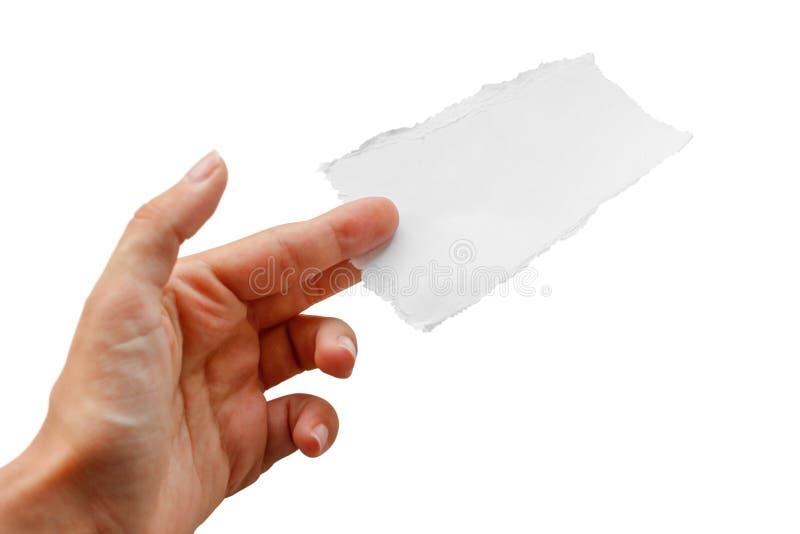 Manos que llevan a cabo un pequeño trozo de papel Cierre para arriba Aislado en el fondo blanco imagenes de archivo