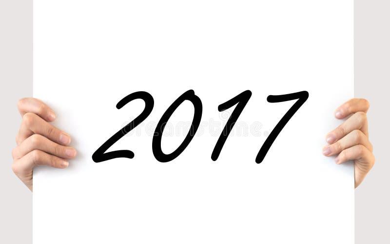 Manos que llevan a cabo un tablero blanco 2017 fotografía de archivo