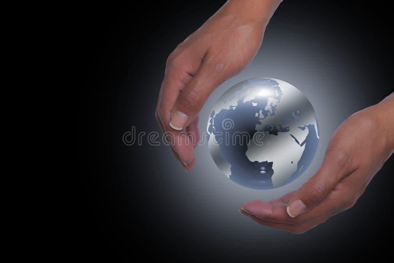Manos que sostienen la tierra del planeta