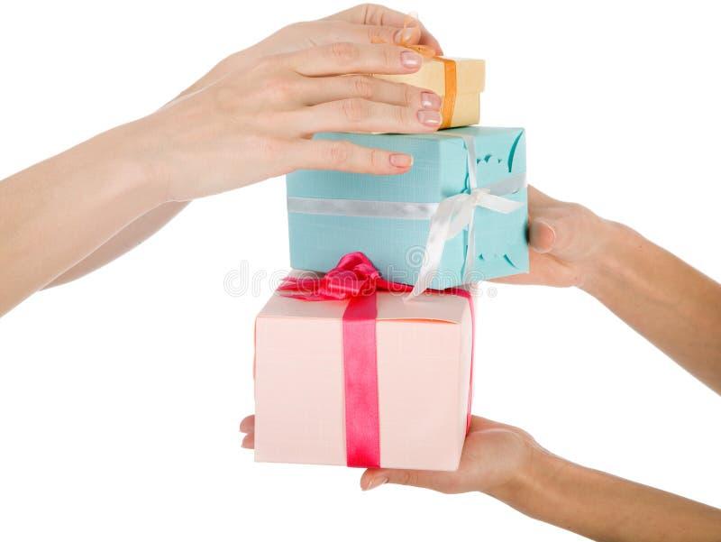 Manos y regalos aislados fotografía de archivo libre de regalías