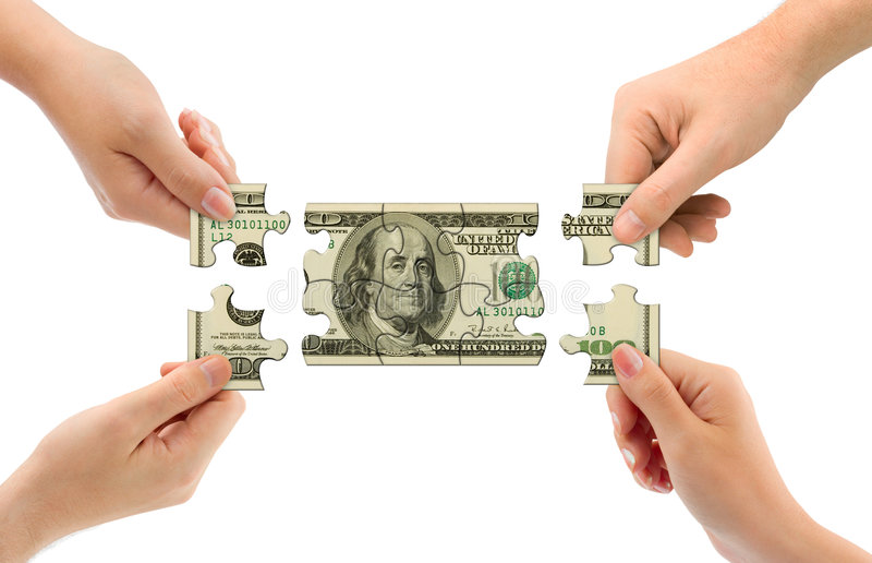 Manos y rompecabezas del dinero fotografía de archivo libre de regalías