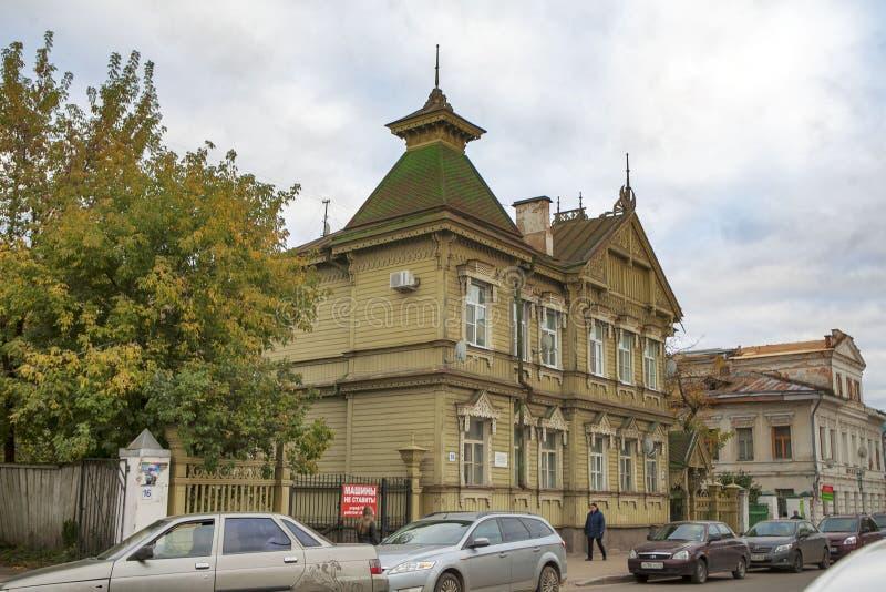 Mansão do arquiteto Smurov na rua de Simanovsky Arquitetura de madeira da cidade de Kostroma, cidade histórica famosa por seu arc fotografia de stock royalty free