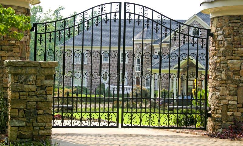 Download Mansão do tijolo foto de stock. Imagem de mansion, urbano - 10058864