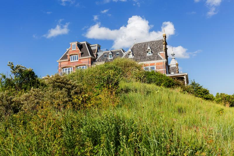 Mansão grande nas dunas de Domburg, Países Baixos imagens de stock royalty free
