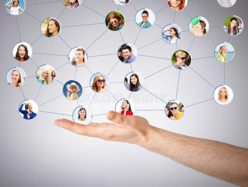 Mans det sociala nätverket för handvisningen royaltyfria foton