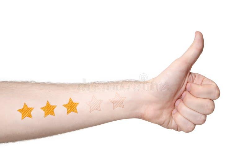 Mans handthmbs upp och värdering för 3 stjärna arkivbild